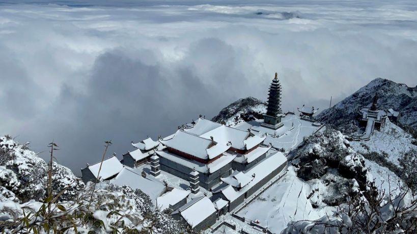 Kawasan puncak tertinggi Vietnam di Fansipan tertutup salju beberapa hari jelang Festival Tet